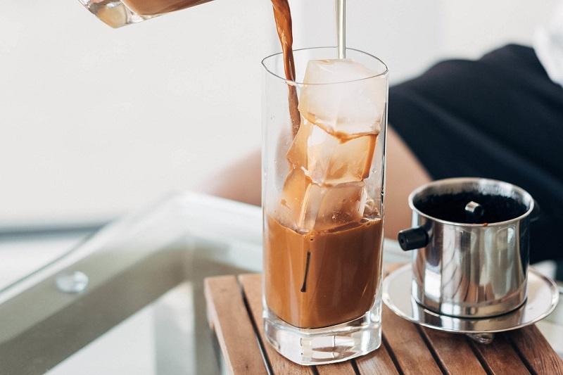 Bạn có thể loại bỏ mùi hôi miệng do đồ ăn bằng vài ngụm cà phê
