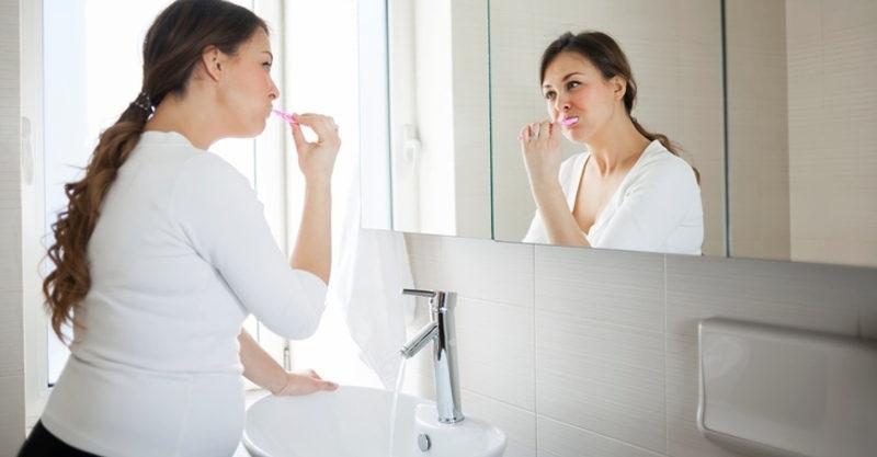 Bà bầu cần vệ sinh răng miệng đúng cách, thường xuyên