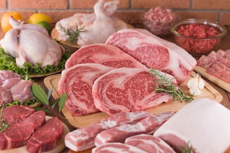 Khi ăn các loại thịt dai, người bệnh sẽ khó để vệ sinh thức ăn thừa trong kẽ răng