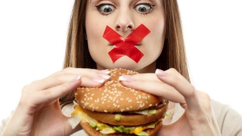 Đồ ăn quá cứng hay quá dai không hề phù hợp với hàm răng của bạn lúc này