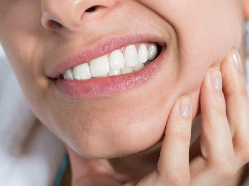 Đau răng là hiện tượng thường xảy ra báo hiệu bạn đang có vấn đề về răng miệng
