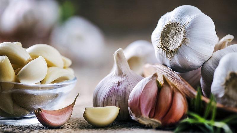 Hạn chế sử dụng tỏi trong các bữa ăn để tránh bị hôi miệng