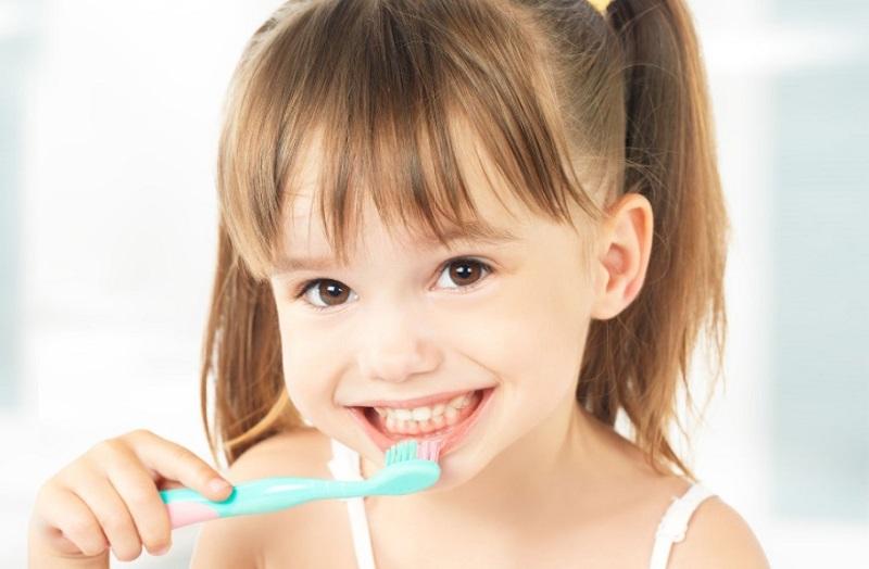 Hướng dẫn cho trẻ biết cách vệ sinh răng miệng sạch sẽ và đúng cách