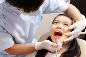 Có rất nhiều nguyên nhân dẫn tới hôi miệng ở trẻ nhỏ