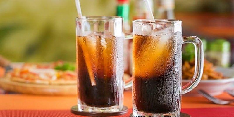 Sau khi thực hiên, bạn nên hạn chế tối đa việc dùng các đồ uống có màu như cà phê, nước ngọt,...