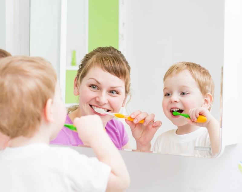 Rèn cho con thói quen đánh răng mỗi ngày để phòng ngừa nguy cơ sún răng