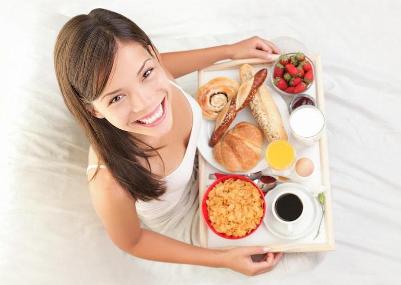Duy trì chế độ ăn uống khoa học để không ảnh hướng đến răng sứ sau khi trồng