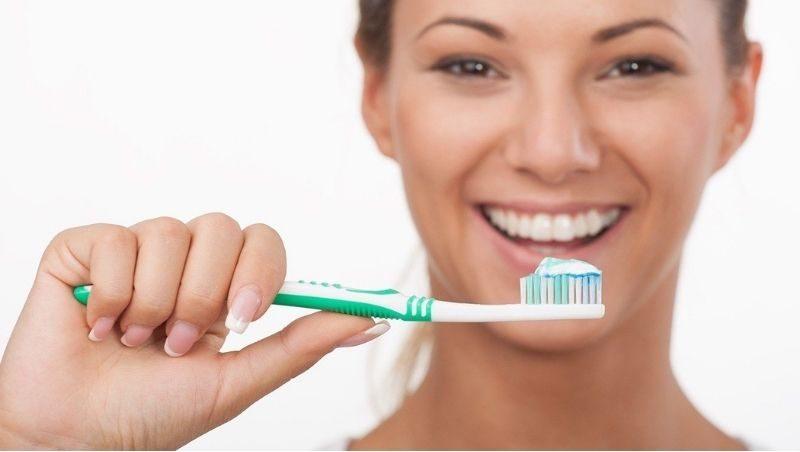 Bạn nên chăm chỉ vệ sinh răng miệng để ngăn ngừa một số bệnh lý