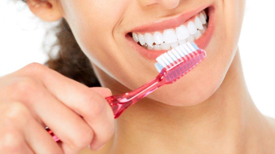 Bạn nên chọn những loại bàn chải lông mềm để đánh răng