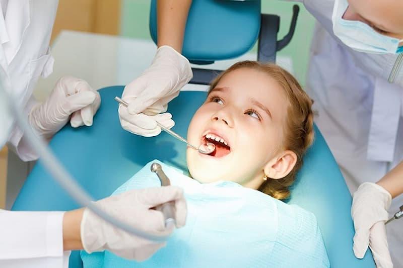 Nhổ răng sữa cho bé ở đâu cần chú ý chọn lựa cơ sở có quy trình thực hiện theo chuẩn của Bộ Y tế