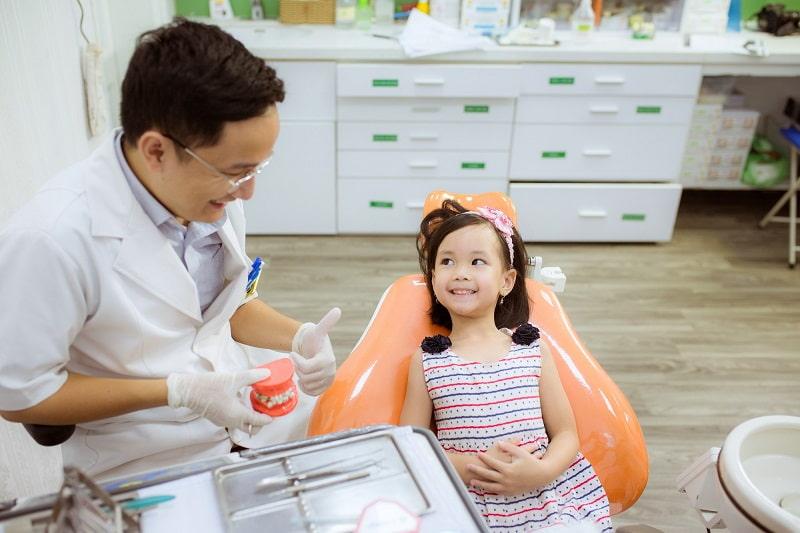 Nhổ răng sữa mất bao nhiêu tiền là thắc mắc của không ít phụ huynh