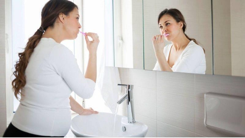 Chăm sóc răng miệng đúng cách giúp ngăn ngừa hình thành mảng bám