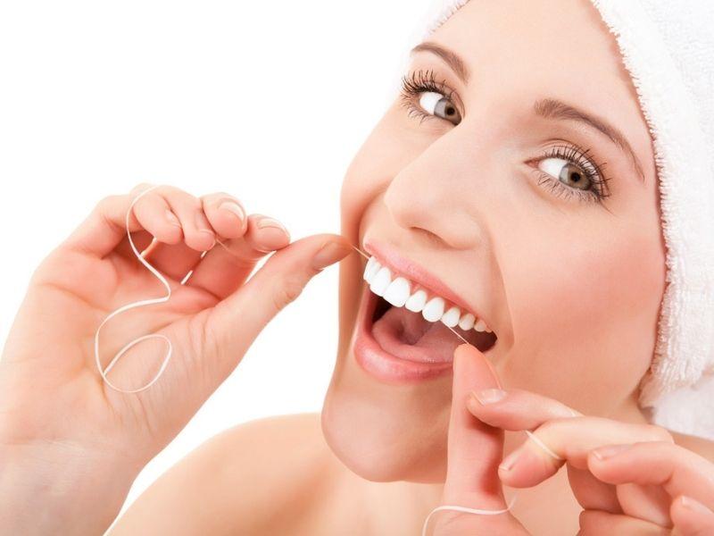 Bạn nên dùng chỉ nha khoa để làm sạch kẽ răng