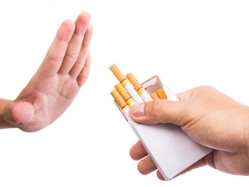 Sau khi trồng răng người bệnh không nên hút thuốc lá